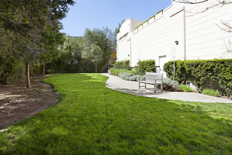 317_29thst101-garden1.jpg