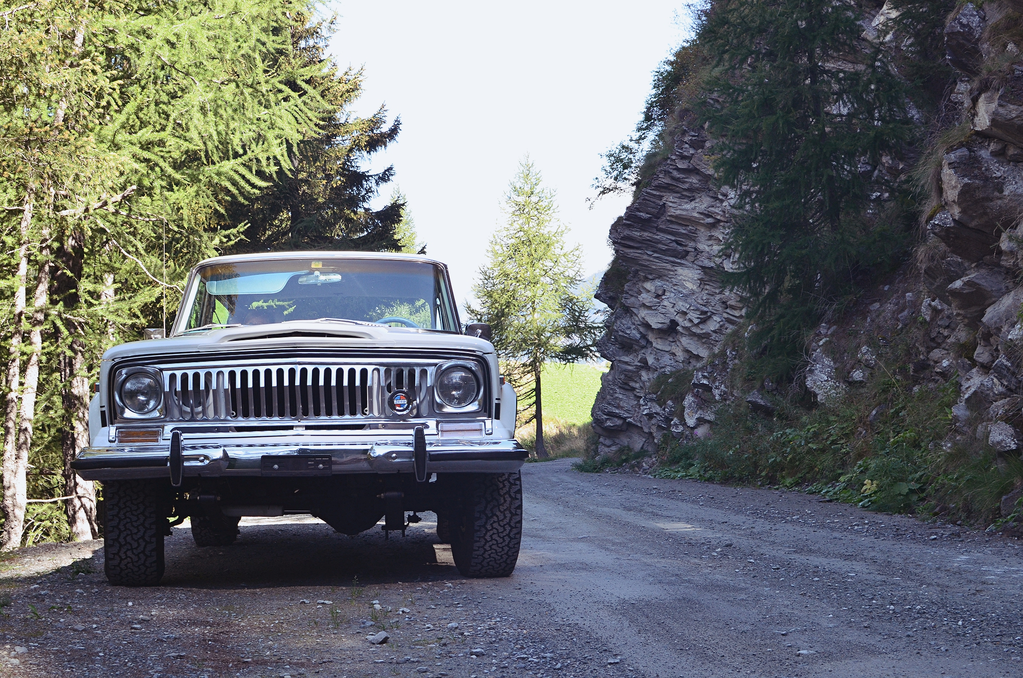 jeep-cherokee-chief-shooting-28_Fotor.jpg