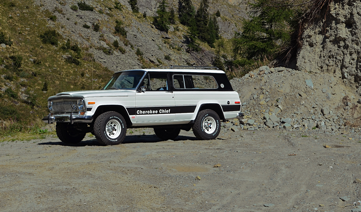 jeep-cherokee-chief-shooting-32_1.jpg