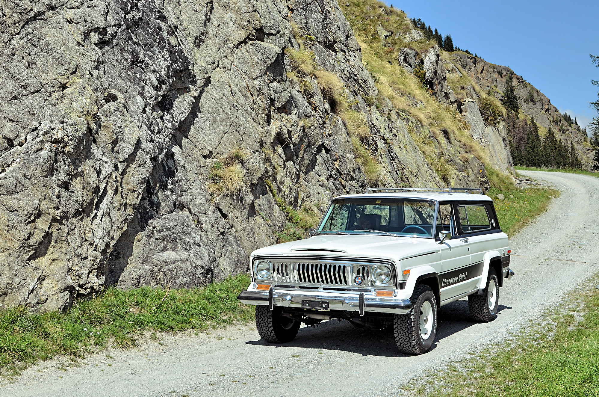 jeep-cherokee-chief-shooting-90.jpg