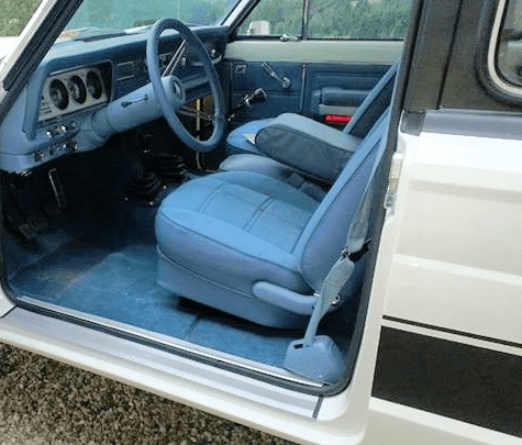 jeep-cherokee-chief-blue-levi-seats.png