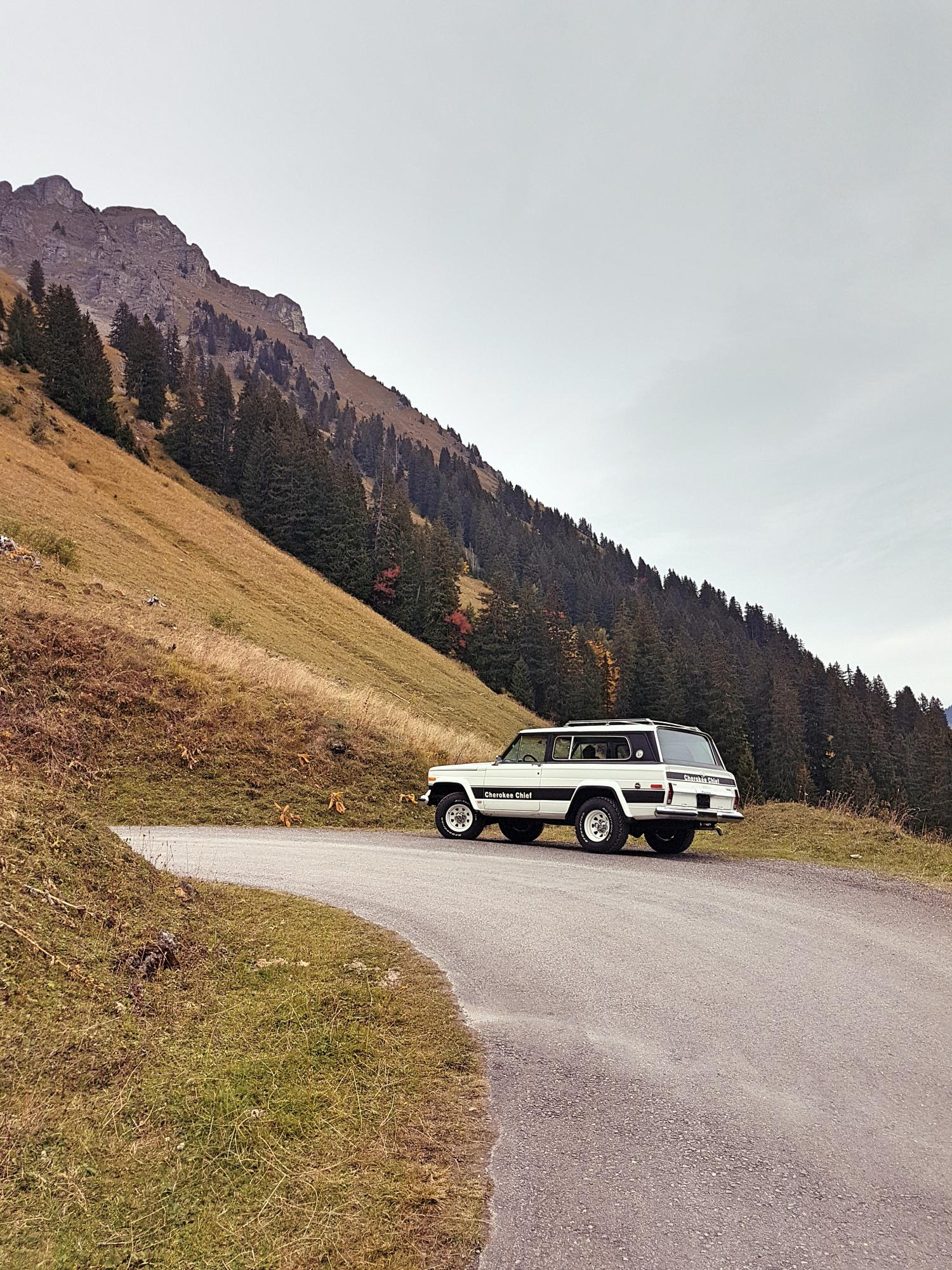 jeep-cherokee-chief-1978-shooting-morgins-switzerland-33.jpg
