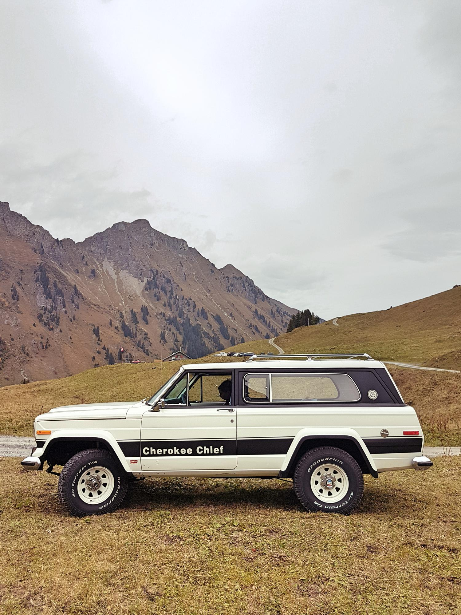 jeep-cherokee-chief-1978-shooting-morgins-switzerland-38.jpg