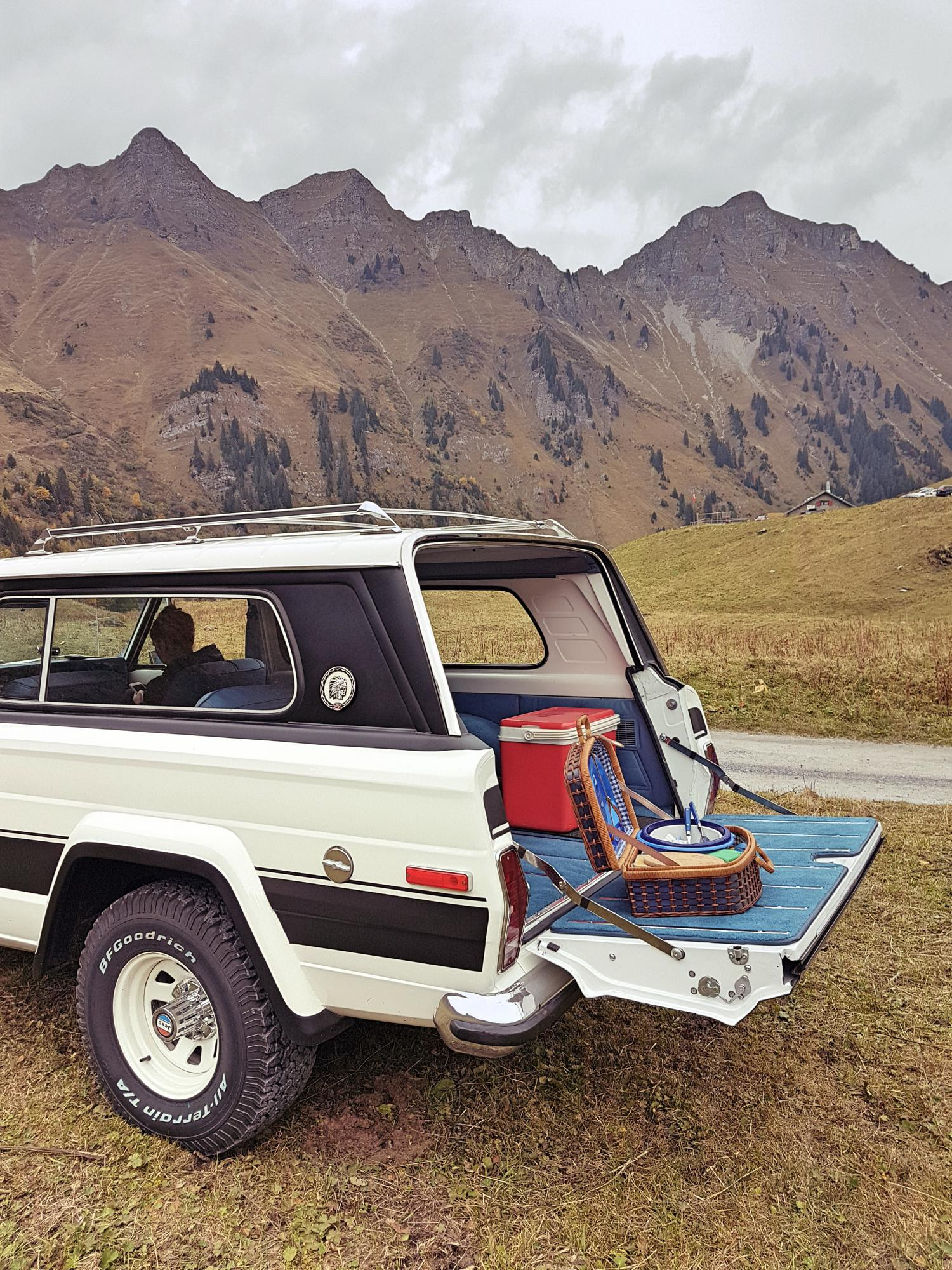jeep-cherokee-chief-1978-shooting-morgins-switzerland-65.jpg
