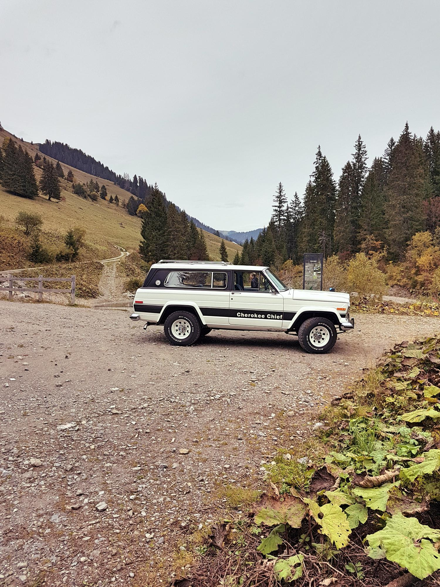 jeep-cherokee-chief-1978-shooting-morgins-switzerland-94.jpg