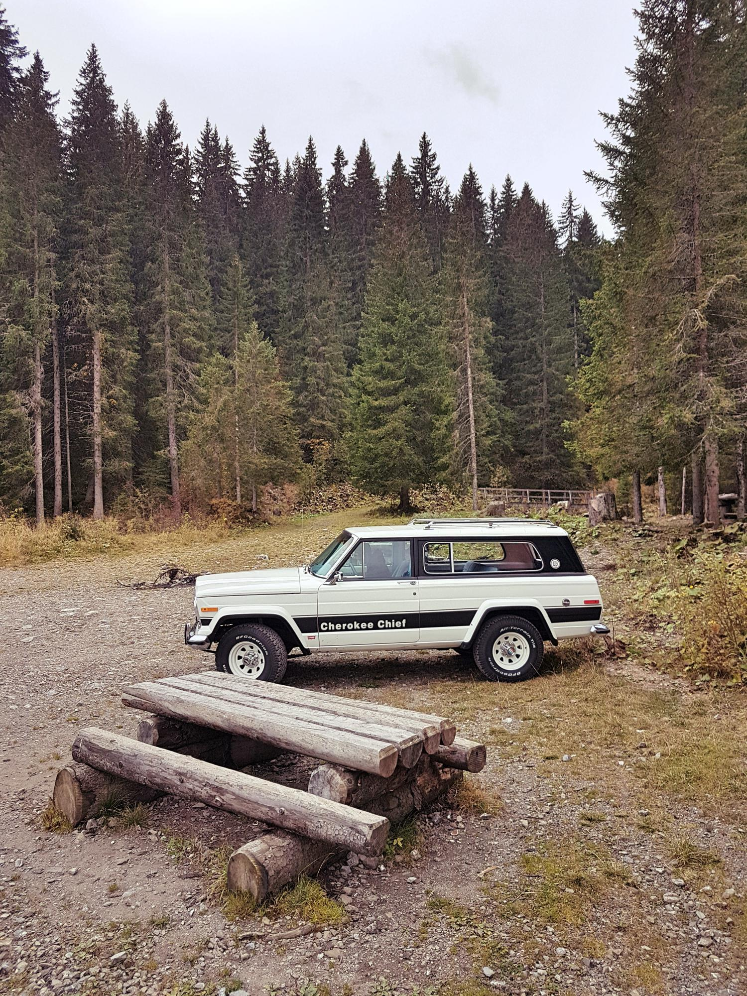 jeep-cherokee-chief-1978-shooting-morgins-switzerland-105.jpg