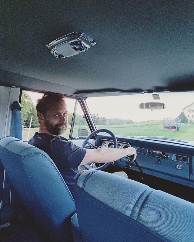Welcome am board #jeeptruck #jeepgladiator #jeepSpirit #jeepgirl #jeepgrandwagoneer #jeepcherokeeclassic #JeepWagoneer #jeepAdventure #switzerland🇨🇭 #jeepcherokeechief #JeepTrip #jeeplife #jeepporn #jeepfsj #jeepgrandcherokee #jeepjeep #jeepbeef #vintagetrucks #truckrestoration