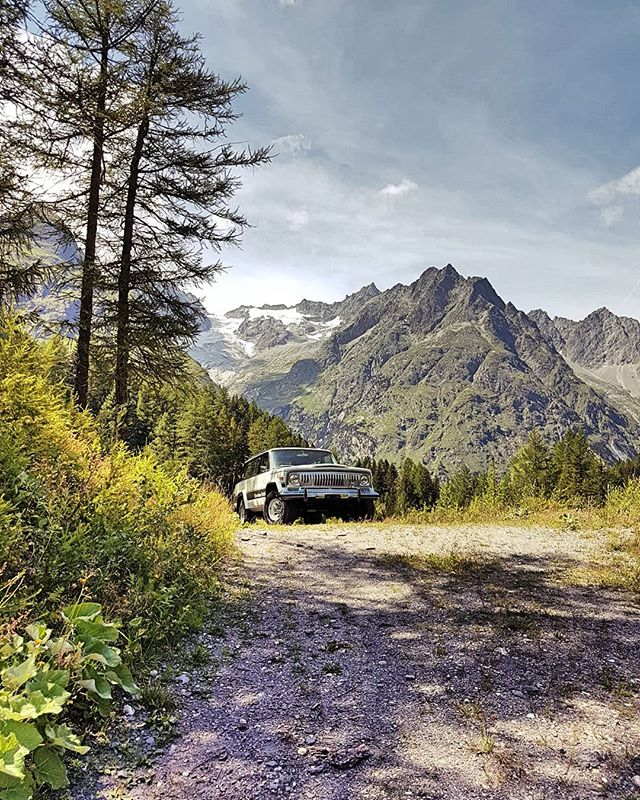 Nice moment here in #montblanc region That the Perfect place for the jeep amd for me. Have a good weekend