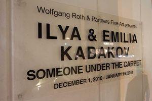 ilya-and-emilia-kabakov-someone-under-the-carpet.jpeg