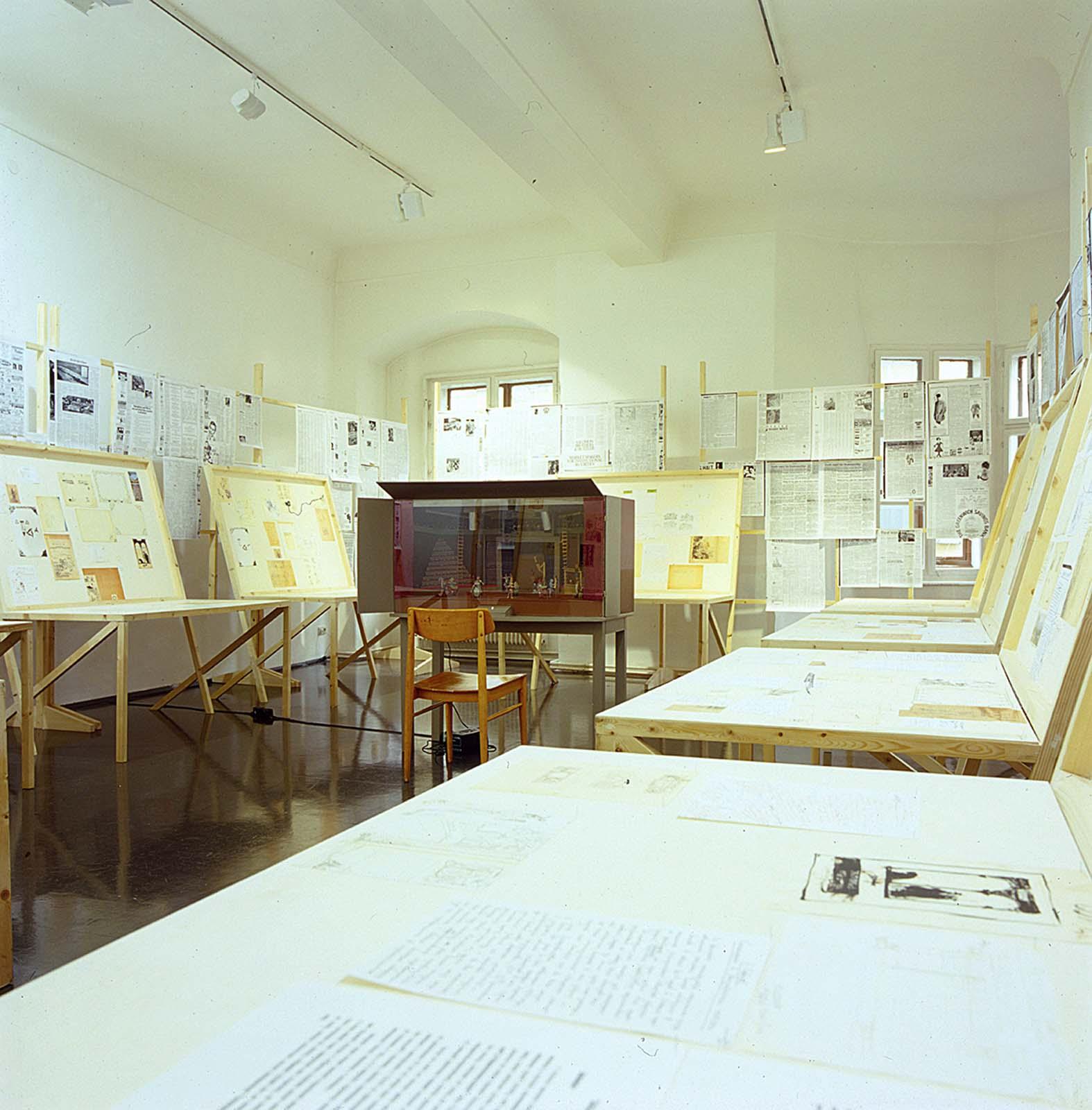 View-of-installation-Grazer-Kunstverein-Graz-2001-1.jpg