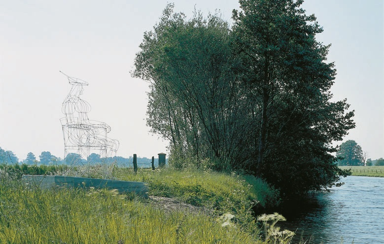 View-of-installation-of-the-sculpture-'The-Young-Man'-Nordhorn-2000.-Photo-by-Helmut-Claus.jpg