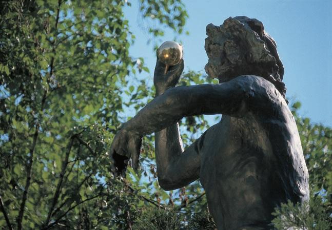 Sculpture-on-the-tree-top-detail-Singen-2000-Photo-by-Otto-Kasper.jpg