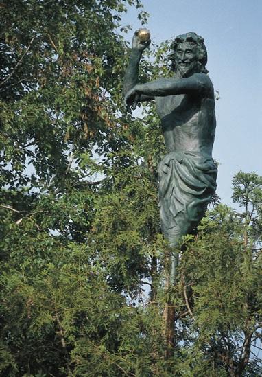 Sculpture-on-the-tree-top-Singen-2000-Photo-by-Otto-Kasper.jpg