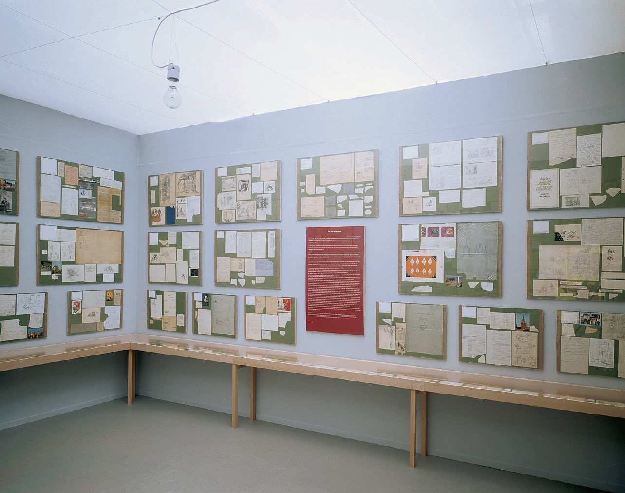View-of-installation-Kunsthalle-Düsseldorf-2000-Photo-by-Horst-Kolberg.jpg