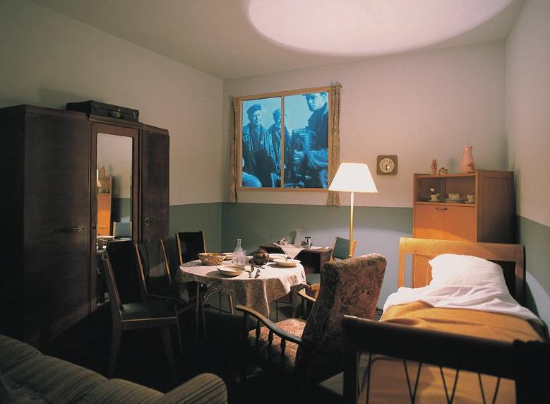 View-of-installation-Galerie-Nationale-du-Jeu-de-Paume-Paris-2000-Photo-by-Emilia-Kabakov.jpg