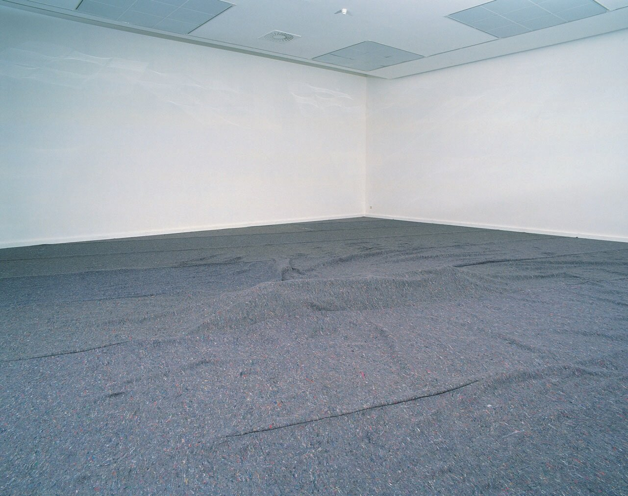 View-of-installation-Museum-van-Hedendaagse-Kunst-Antwerp-1998-Photo-by-Dir.jpg