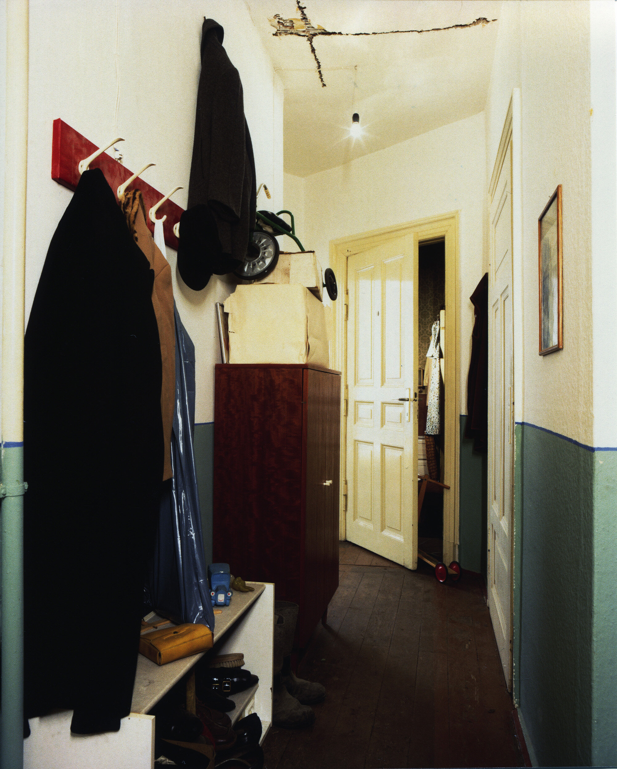 Voices-Behind-the-Door-Galerie-Für-Zeitgenössische-Kunst-Leipzig-Germany-Photo-by- (1).jpg