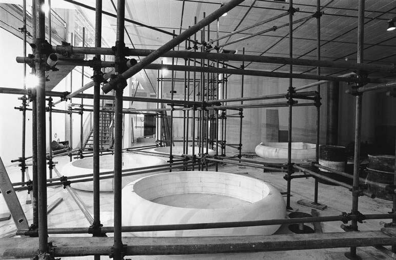 View-of-installation-Centre-Georges-Pompidou-Paris-1995-Photo-by-Dirk-Pauwels-2.jpg