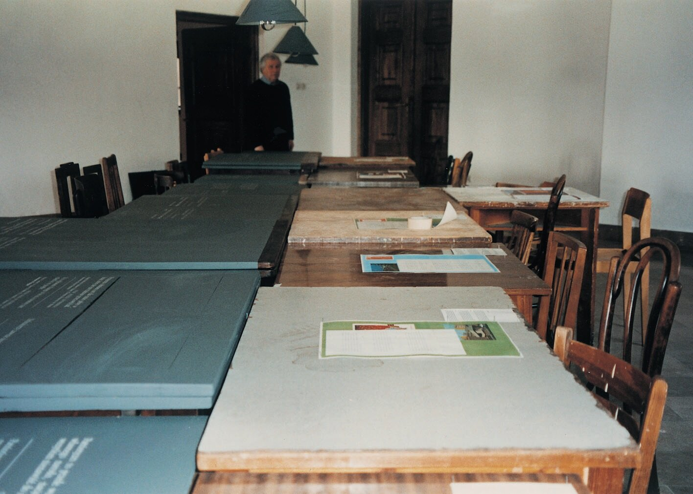 Ilya-Kabakov-in-the-installation-of-the-Centrum-Sztuki-Wspó≥czesnej-Zamek-Ujaz.jpg