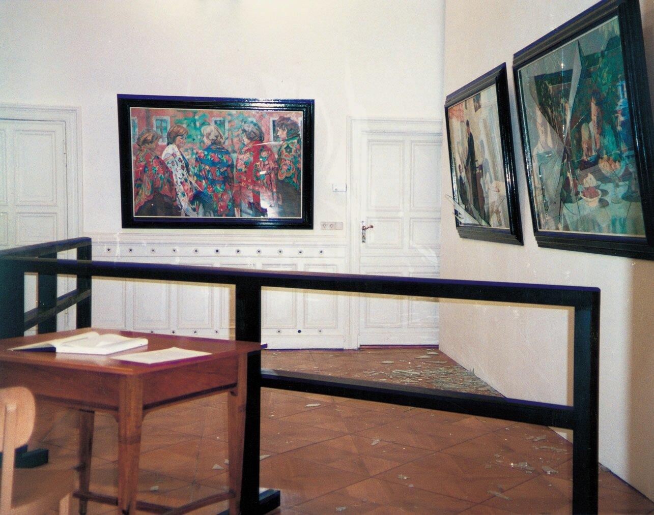 View-of-installation-Galerie-Barbara-Weiss-Berlin-1994-Photo-by-Jens-Ziehe.jpg