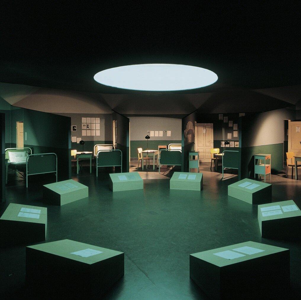 View-of-installation-Hamburger-Kunsthalle-Hamburg-1993-Photo-by-Elke-Walford.jpg