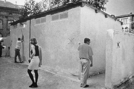 View-of-installation-documenta-ix-Kassel-1992-Photo-by-Robert-Lebeck.jpg