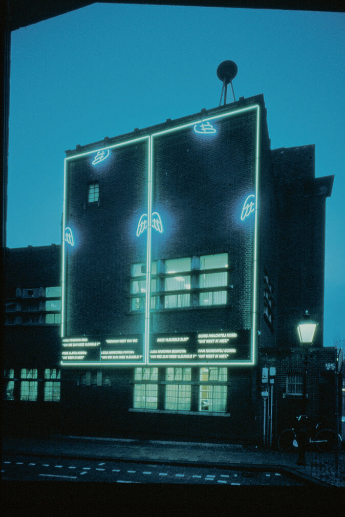 View-of-installation-by-night-Politiebureau-Tolstergbrug-Utrecht-1991-Photo-by-Wijde-Do.jpg