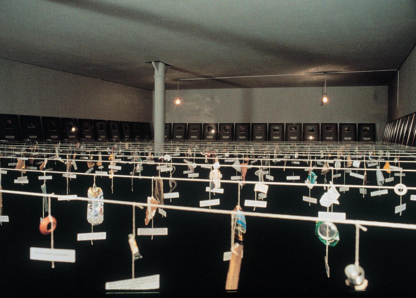 View-of-installation-Museum-für-Gegenwartskunst-Basel-1995-Photo-by-Martin-Bühler-1.jpg