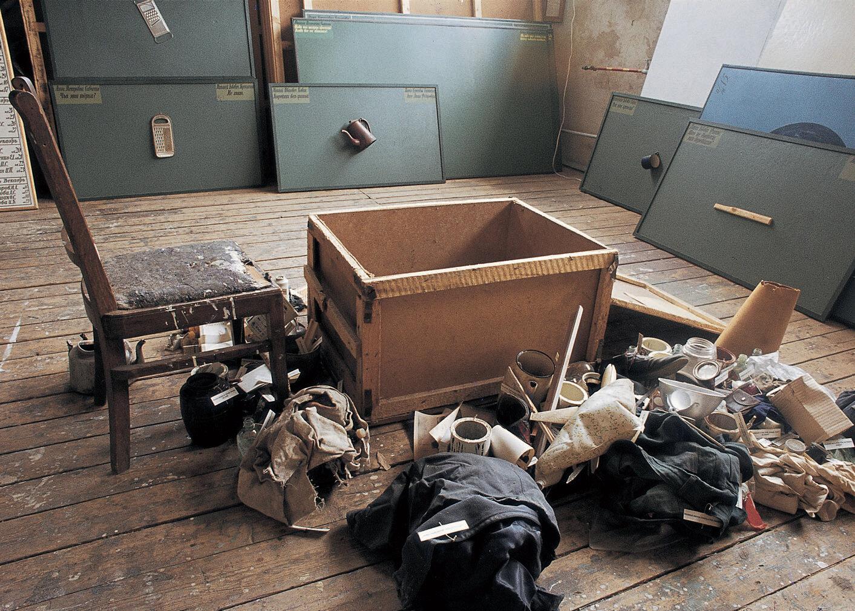 View-of-installation-Moscow-studio-1986-Photo-by-Ilya-Kabakov-1.jpg