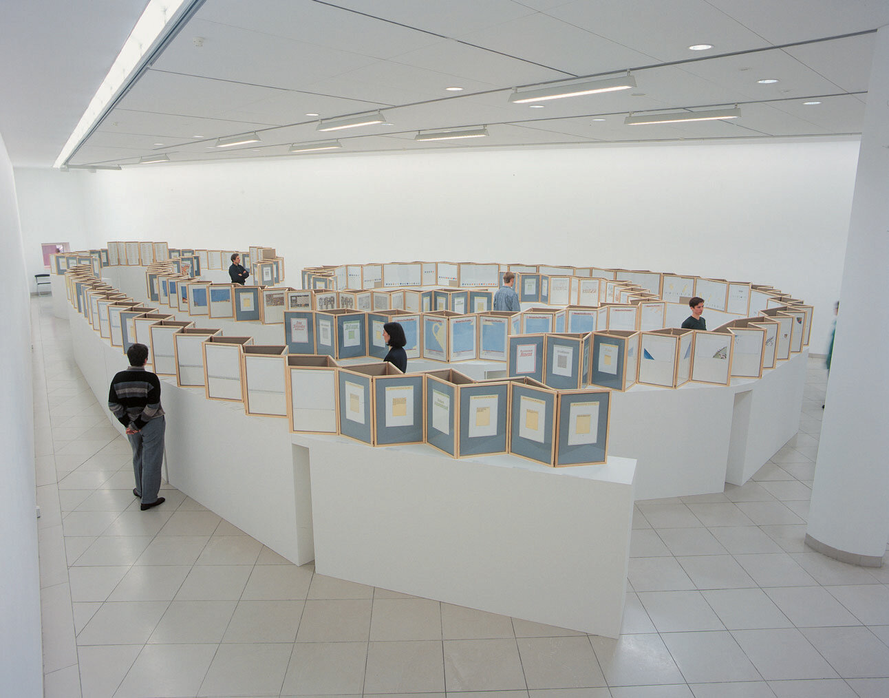 View-of-installation-Museum-für-Moderne-Kunst-Frankfurt-am-Main-1998-Photo-by-Axel-Schneider.jpg