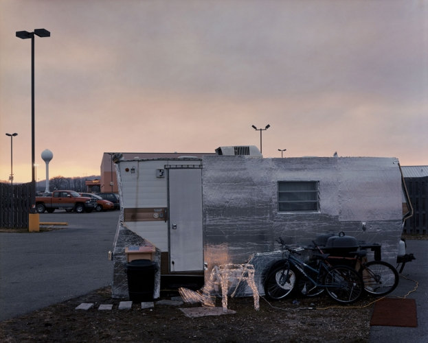 'Home, Treasure Island Casino, Red Wing, Minnesota', from   Sleeping by the Mississippi  .                ©   Alec Soth 2000