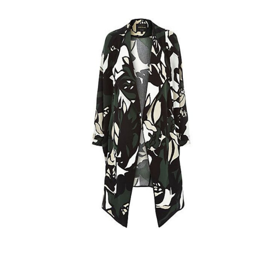 This River Island floral duster is a must-have for the transitional season +can be worn through fall. Just click the picture formore details!