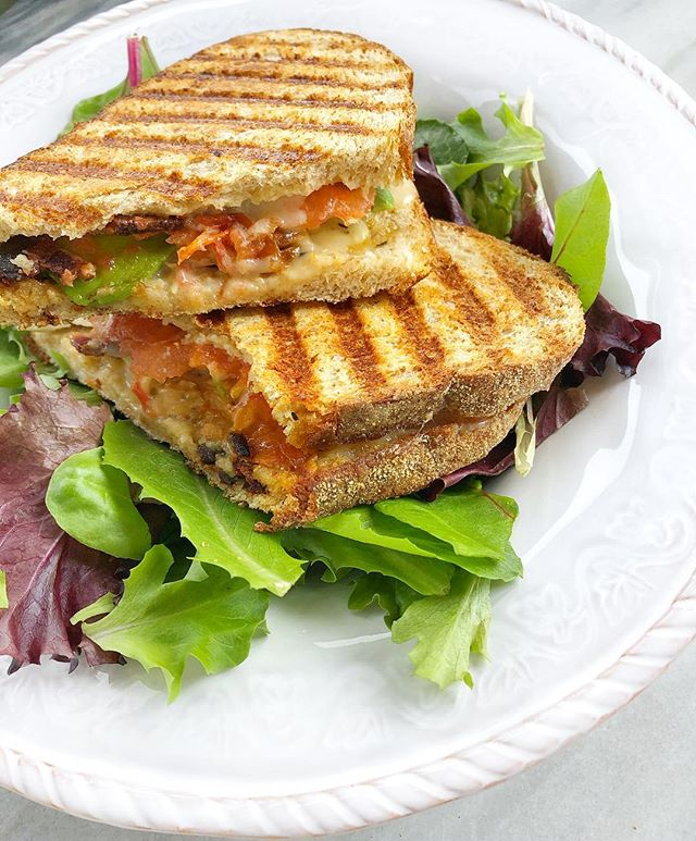 I'm a sucker for a good panini • • dEATS—  sourdough bread, homemade mustard, freshly sliced white cheddar, tomato slices, avocado, chicken and 1 piece of bacon 🤤 sprayed with extra virgin olive oil and heated on a panini press served over a bed of mixed greens! • • #lyraandjane #iamwellandgood #foodblogfeed #feedfeed #cookinglight #thenewhealthy #wholefood #panini #lunch #buzzfeedtasty #todayfood #foodgram #instagood #instafood