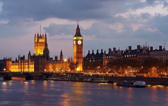 Big ben ON The river thameS, LONDON.