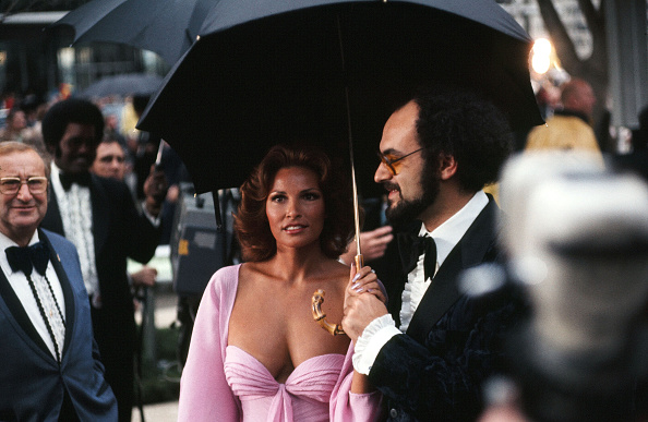 Even rain can't lessen Raquel Welch's star power at the Academy Awards on April 8, 1975.