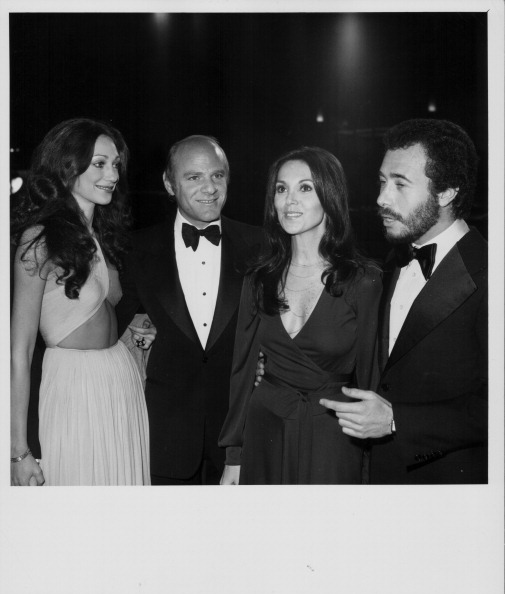 Marisa Berenson (in a cut-out bodice) and Marlo Thomas (in a jersey wrap) are effortlessly cool with Barry Diller and David Geffen at the Hollywood premiere of  Barry Lyndon , in December 1975.