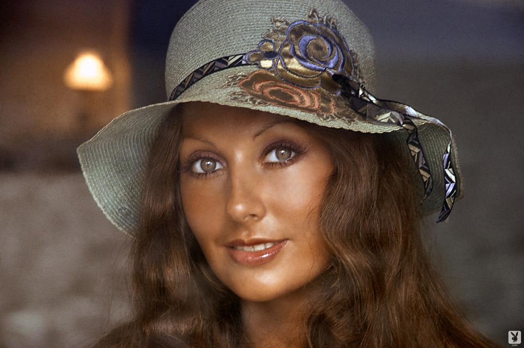 marilyn-cole-1972-retro-playboy-01.jpg