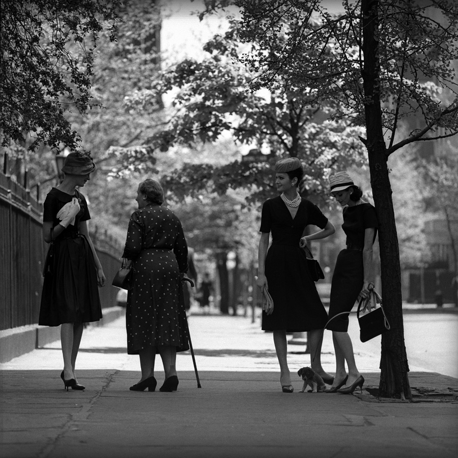 Four at Gramercy Park, New York , 1959. Photo by Jerry Schatzberg.