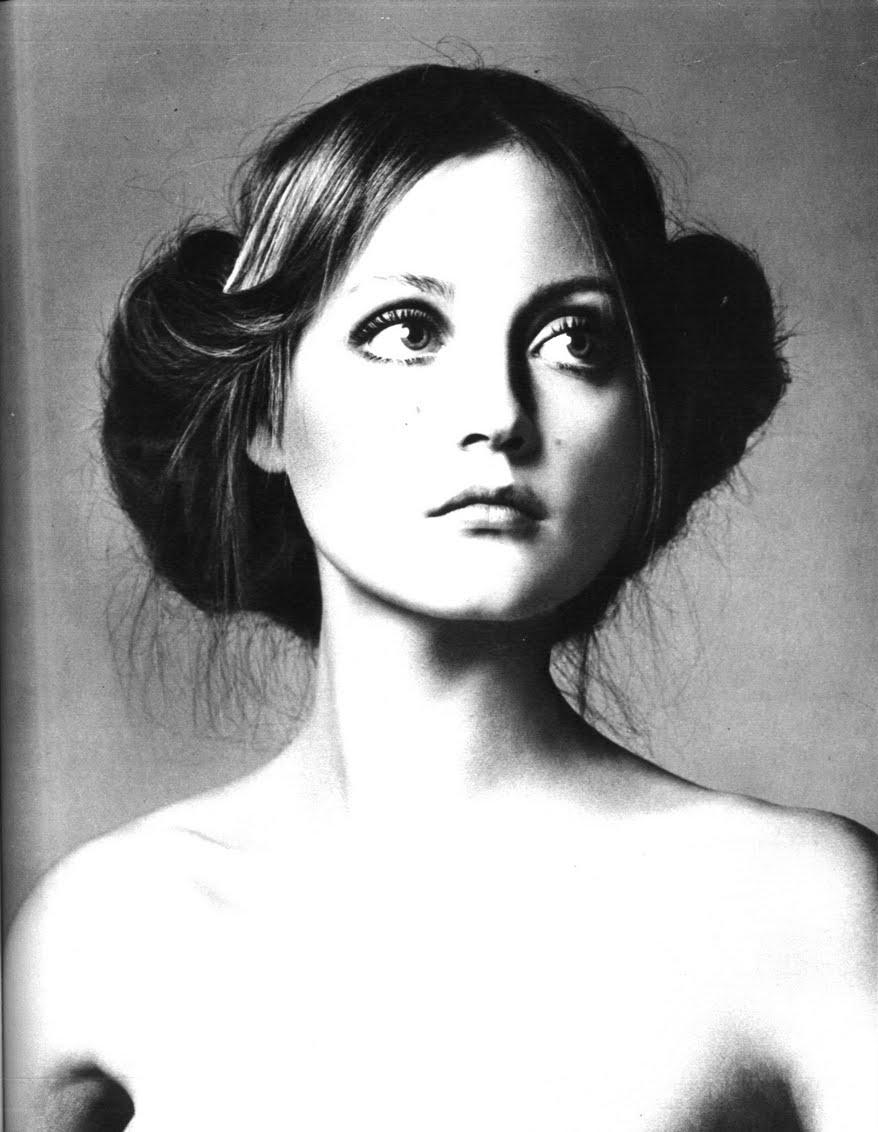 Pre-Raphaelit beauty for Vogue Paris, February 1970. Photo by Alex Chatelain.