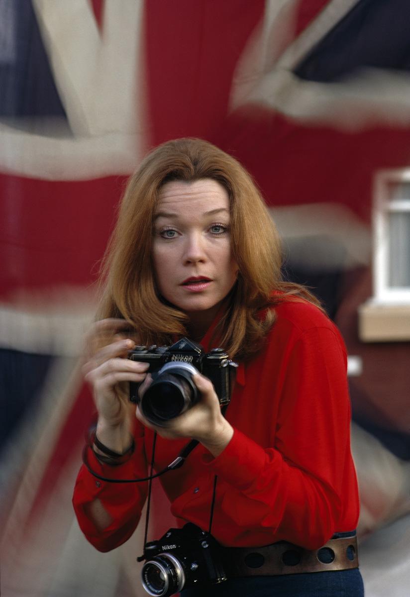 Shirley McLaine holding Tony's camera, 1971