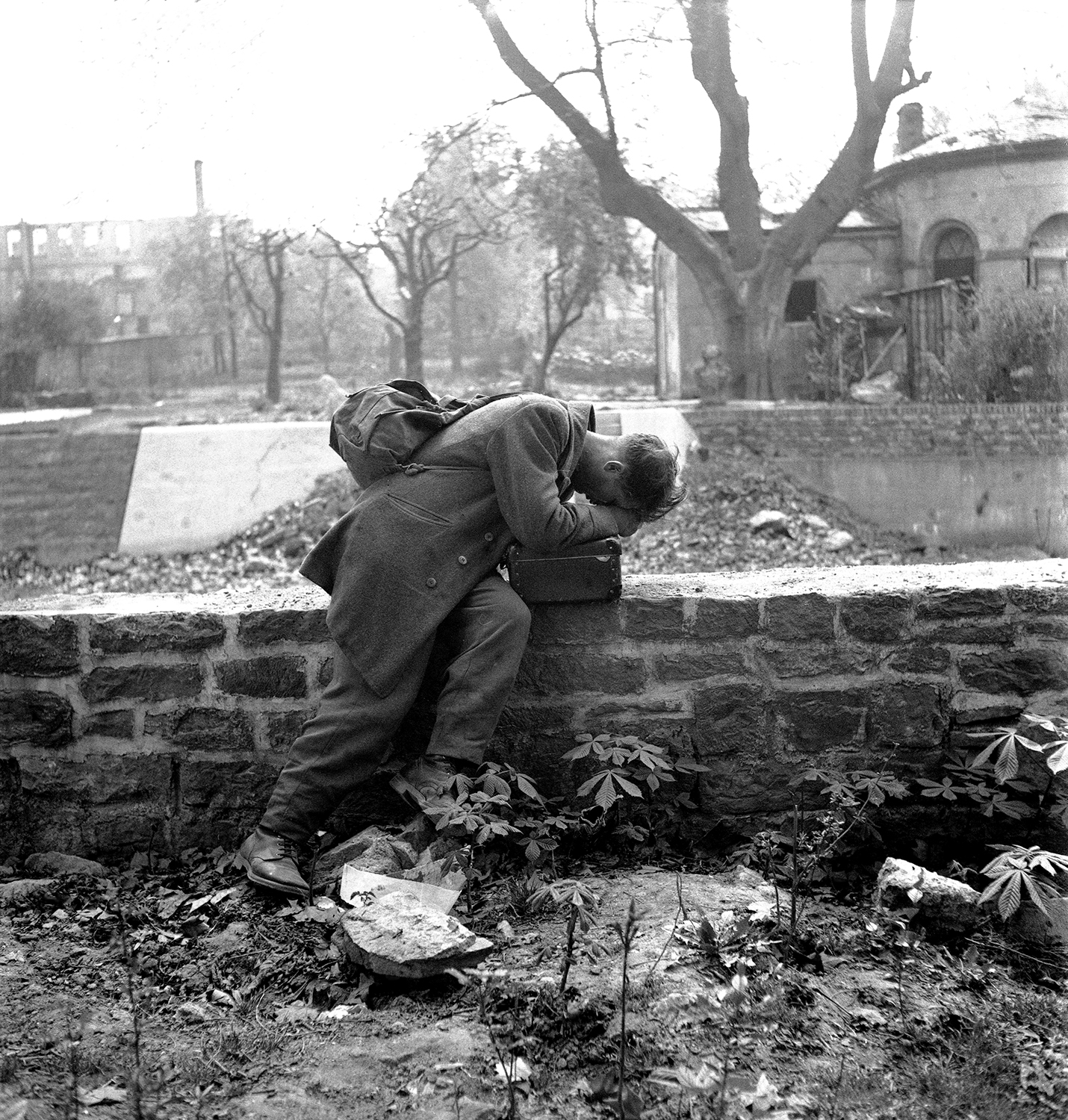 A German soldier, held prisoner in the United States of America, returns to his Frankfurt home only to find rubble. March 4, 1947, across the street from the American consulate