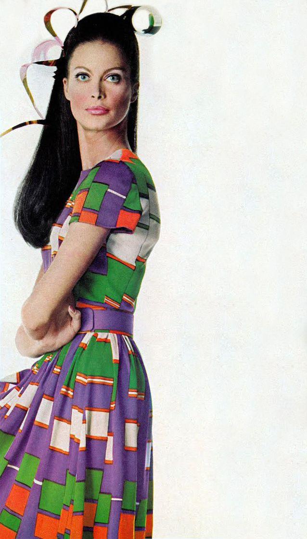 Oscar de la Renta. Vogue 1967.jpg