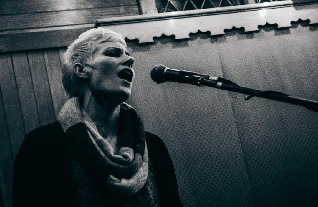 singerbw.jpg