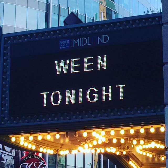 🎼 IT'S GONNA BE A LONG NIGHT! 🤟#ween #kc #greatmusicgreatfriends