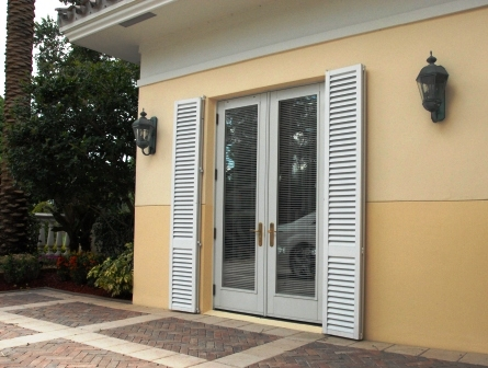 Colonial Shutters >>