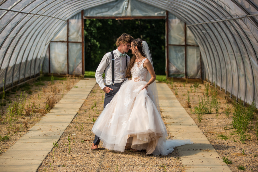 Cole-Hofstra-http-www.colehofstra.com-Alberta-wedding-photographer-Hastings-lake-gardens-Award-winning-albert-photographers-Calgary-wedding-photographer-43.jpg
