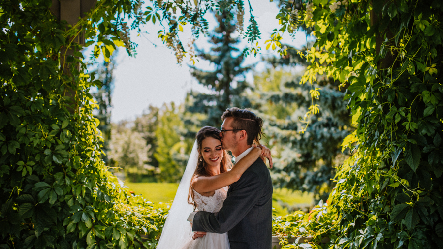 Cole-Hofstra-http-www.colehofstra.com-Alberta-wedding-photographer-Hastings-lake-gardens-Award-winning-albert-photographers-Calgary-wedding-photographer-31.jpg