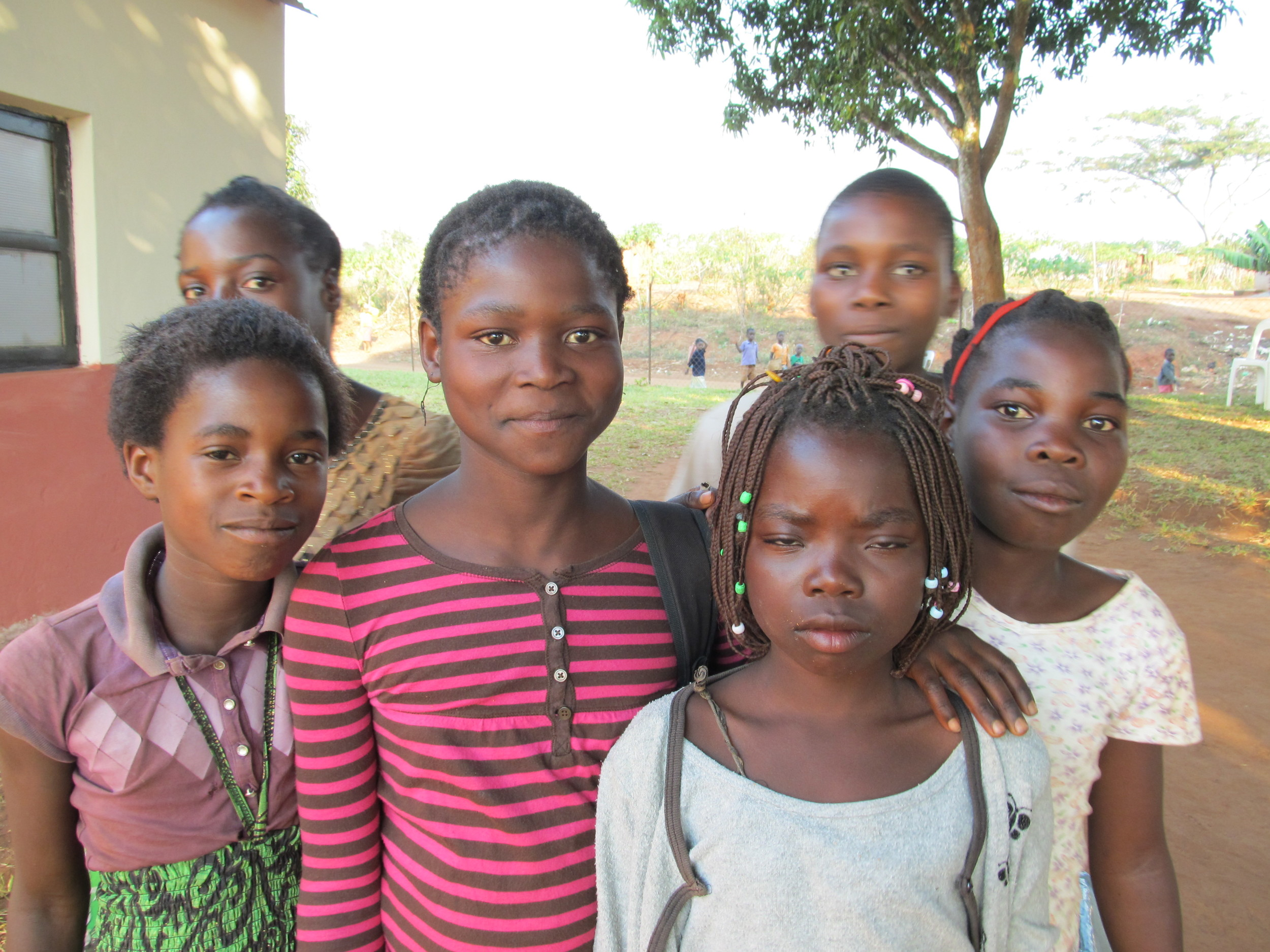 MOZAMBIQUE - Young girls.JPG