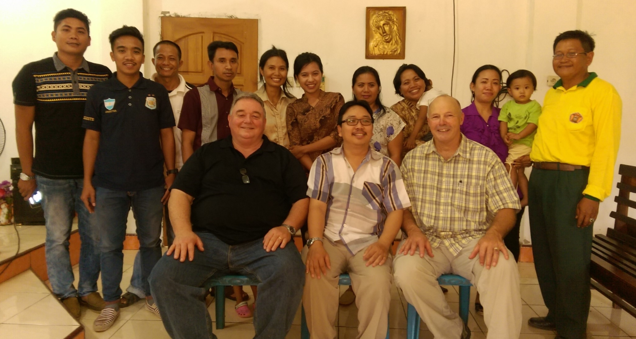 Vineyard Institute Indonesia students after a class on the Kingdom of God, pictured with Keith Henderson, Yusak Tanasyah, and Roy Conwell (in front).