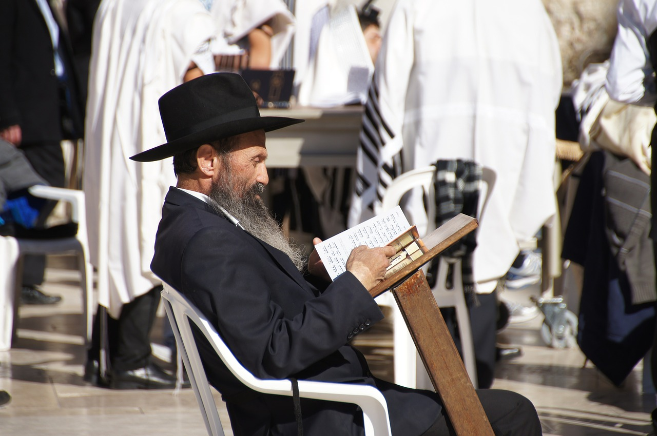 Orthodox Jew praying at the Western Wall - 3 Days*